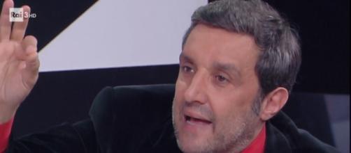 Flavio Insinna: Striscia la Notizia lancia nuove accuse - gingergeneration.it