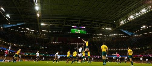 La copertura del Millenium Stadium durante un match internazionale di rugby