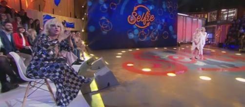 Selfie, Tina Cipollari protagonista di una nuova discussione