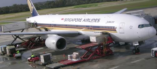Singapore Airlines Boeing 777 at Perth International Airport- Image credit: Chan Kok Hoi, Via- commons.wikimedia.org