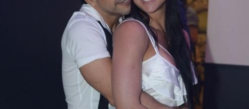 Zezé Di Camargo e Graciele Lacerda curtem a noite em casa de swing