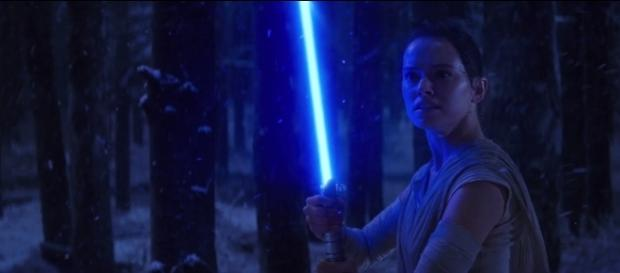 star wars the last jedi does the lightsaber hints rey s real roots