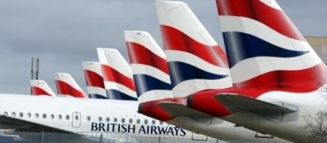 Backlogs of planes, passengers and baggage are causing chaos in airports (via thesun.co.uk)