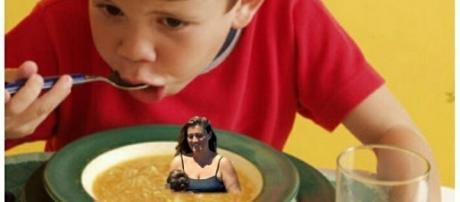 Usuarios de Twitter bromean con que Carlota Corredera está, ¡hasta en la sopa!