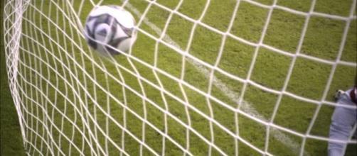 Allenamento / Partita di calcio / Tiro in rete | RM clip 798-302 ... - framepool.com