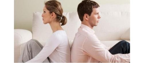 Um casal em um conflito amoroso