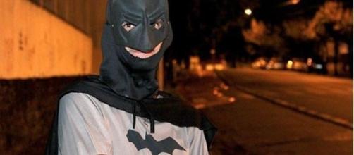 Homem que trabalha vestido de batman foi assaltado no Rio Grande do Sul