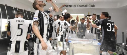 La Juventus dei record brinda al sesto scudetto consecutivo - ferraritrento.it