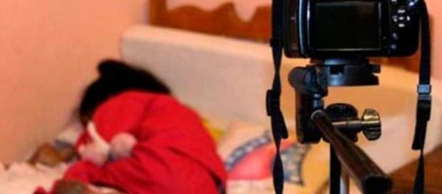 Garotinha pede vídeo íntimo - Google