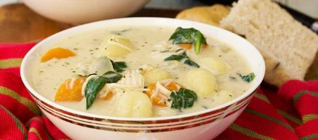 get the olive garden experience without leaving your own home - Olive Garden Gnocchi Soup