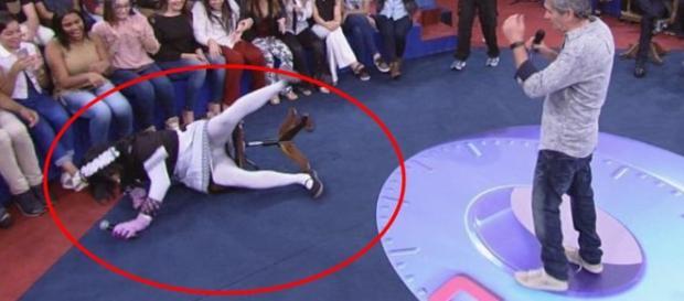 Marco Luque leva tombo em programa (Foto: Reprodução/Vídeo)