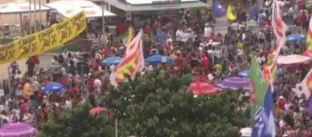 """O movimento """"Rio Diretas Já"""" começou no horário previsto, em Copacabana"""