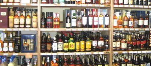 Are liquor stores open Memorial Day? Photo: Blasting News Library - nightlightclub.com