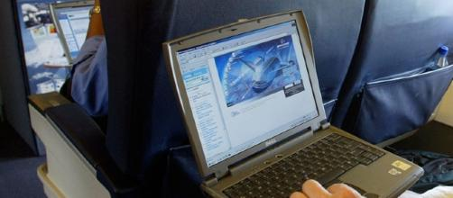 US mulls banning laptops on all international flights | SBS News - com.au