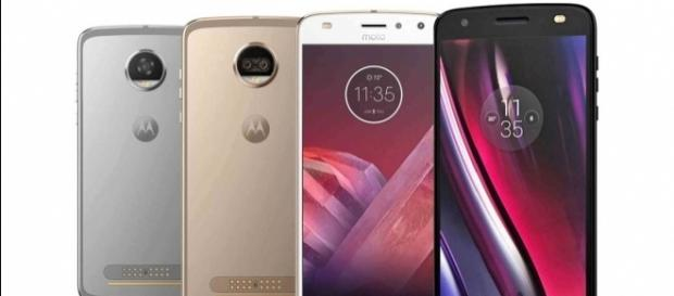 Moto Z2 Force and Z2 Play leak out again, this time in a family photo - phonearena.com