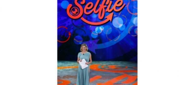 Simona Ventura torna con Selfie-Le Cose Cambiano in onda su Canale 5 - nerospinto.it