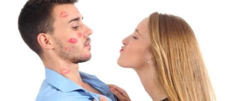 Coisas que as mulheres fazem para atrair os homens e não funcionam