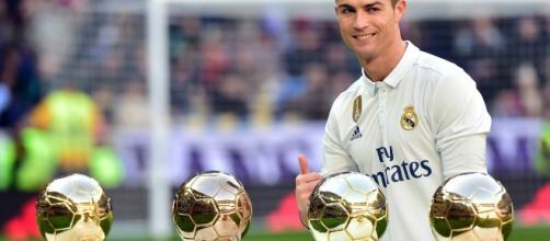 In foto i quattro palloni d'oro vinti da Cristiano Ronaldo