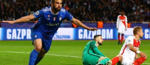 Juventus, Gonzalo Higuain festeggia il raddoppio sul Monaco