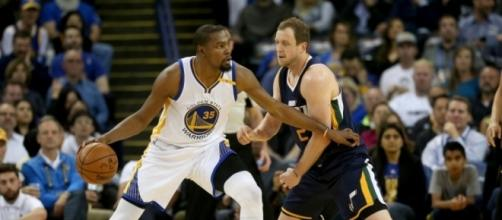 Kevin Durant and the Warriors host the Utah Jazz in Game 1 on Tuesday. [Image via Blasting News image library/realsport101.com]