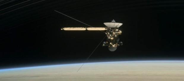 Este miercoles 3 de mayo de 2017 la sonda se ubica entre Saturno y sus anillos.