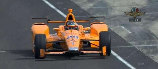 Fernando Alonso debutando en las Indy 500, momento histórico