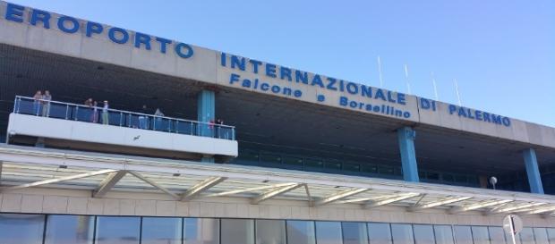 Palermo, asta per oggetti smarriti all'aeroporto Falcone e Borsellino