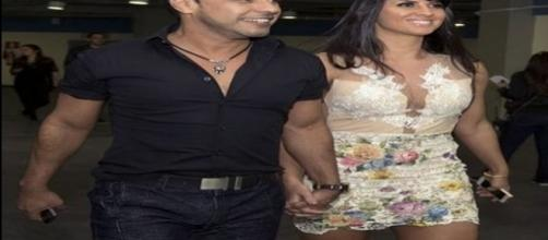 Cantor sertanejo passa noite em casa de swing com a namorada