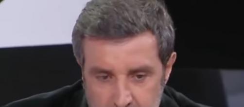 Flavio Insinna, attore e conduttore di Affari Tuoi a Carta Bianca.