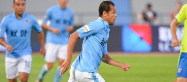 Atacante ainda tem mais dois anos de contrato com clube chinês