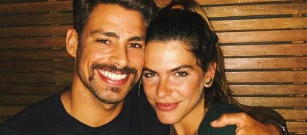 Cauã aparece com namorada e detalhe com Grazi chama a atenção - Google