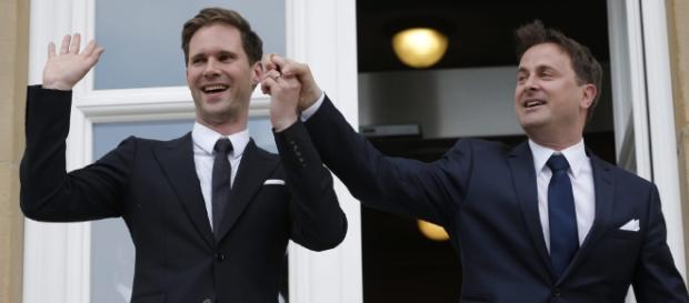 El primer ministro de Luxemburgo, el liberal Xavier Bettel y su marido