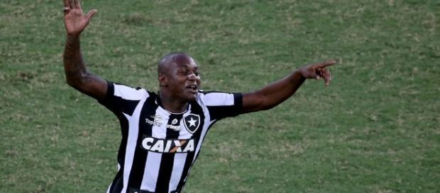 Jogador segue afastado do elenco do Botafogo