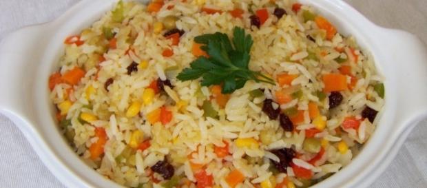 Receita fácil de arroz à grega com frango para toda a família ( Foto: Reprodução)