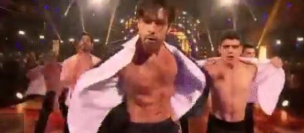 Sérgio Marone dança pela primeira vez sozinho e leva plateia à loucura (Foto: Google)