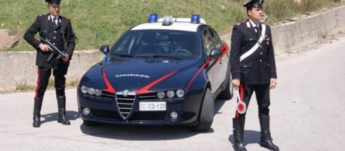 Carabinieri ad un posto di blocco in Sardegna.