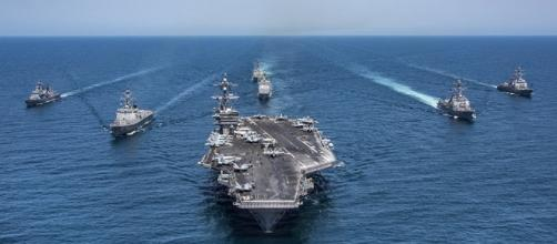 Flotta capeggiata da portaerei Vinson lascia il mar del Giappone.