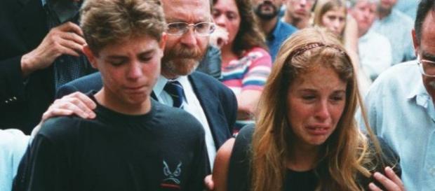 Andreas (à esquerda) ao lado de sua irmã Suzane, condenada por assassinar os pais
