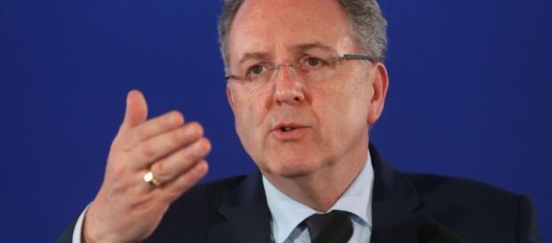 Ferrand démissionnez, gagnez les législatives et devenez Président de l'Assemblée nationale
