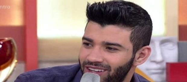 """Gusttavo Lima foi entrevistado pelo programa """"Encontro"""", na Rede Globo"""