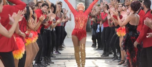 Xuxa e integrantes do Dancing Brasil