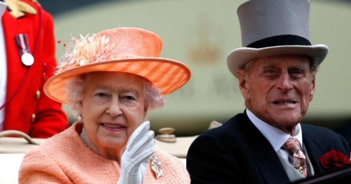 Buckingham Palace calls for an emergency staff meeting