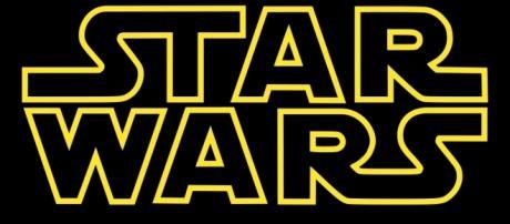 """Logo da franquia """"Star Wars"""" do mestre jedi George Lucas"""