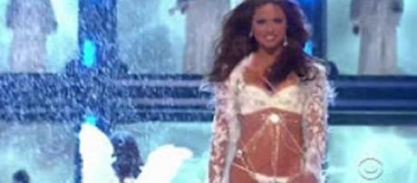 """Source Youtube. Victoria's Secret Angel's diet bedevils Youtubers helps """"My 600-lb Life"""" patients"""