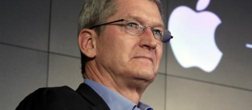 Apple CEO: The US Government Wants Us to Hack Our Own Users - softpedia.com