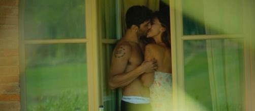 Belen Rodriguez e Andrea Iannone travolti dalla passione