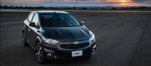 O Chevrolet Onix fechou mais um mês como líder absoluto, com mais de 12.600 unidades licenciadas em abril