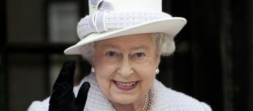 Queen of England waves to admirers / photo: PD / BN Photo Library