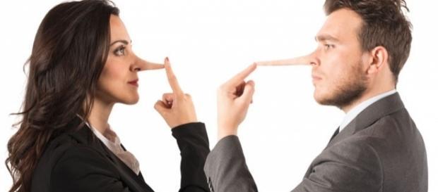 """Ambos mentem, mas por motivos diferentes e """"ele"""" mente bem mais do que """"ela"""". (reprodução: web)"""
