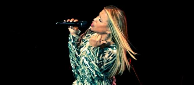 Anastacia on tour / Photo by robob own work via wiki